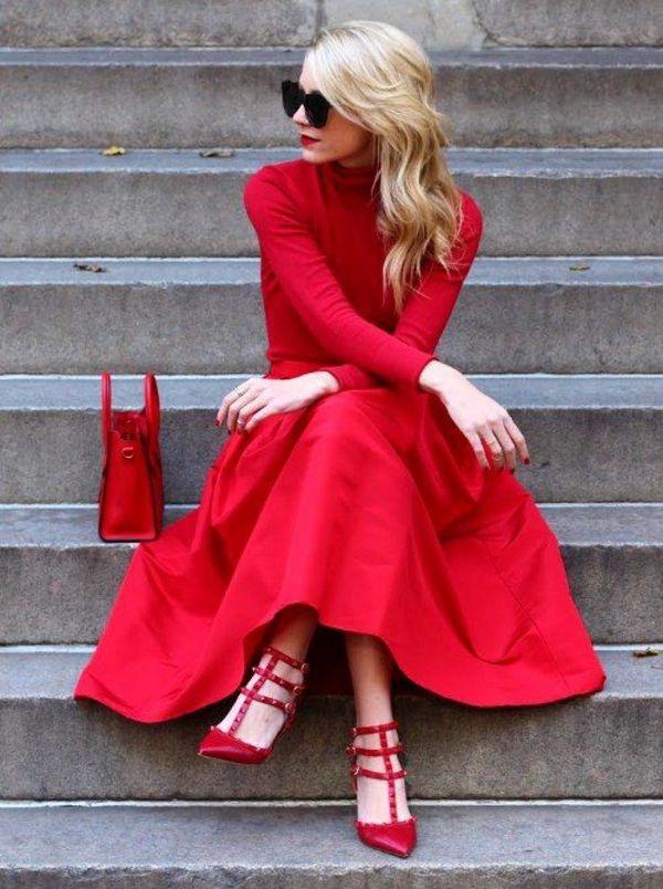 rotes kleid und rote absatzschuhe