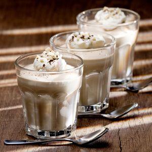 """""""Die Cappuccino-Quarkspeise mache ich besonders gerne für Partys. Meistens fülle ich das Dessert dann in Sekt- oder Saftgläser statt in eine große..."""