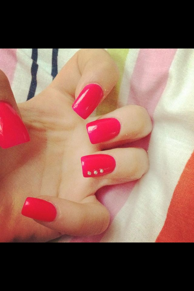 bright pink nails,help you stand out!