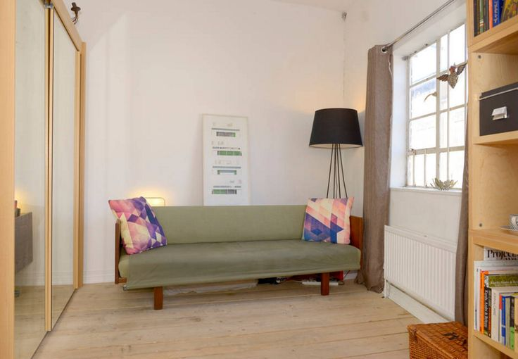 Hans Wegner Sofa, Daybed model GE258. Located in London. Converts to single bed. For sale