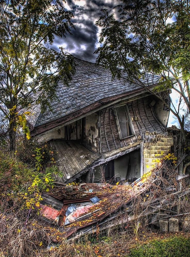 Falling-Down House. Image by Lucas Windsor.