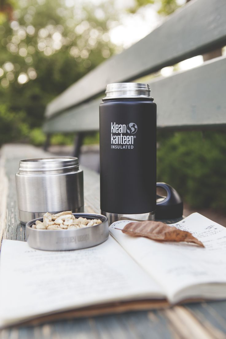 When you give the Wide 473 ml insulated bottle to the barista at your local café, your beverage stays hot up to 6 hours, while iced drinks stay frosty for more than 24. Comes with a leakproof Stainless Loop Cap, which you can throw inside a bag without a second thought.