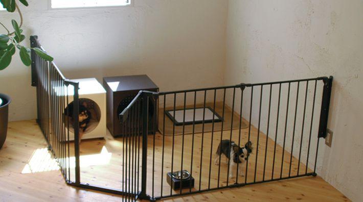 折りたたみ式の室内犬用ケージ