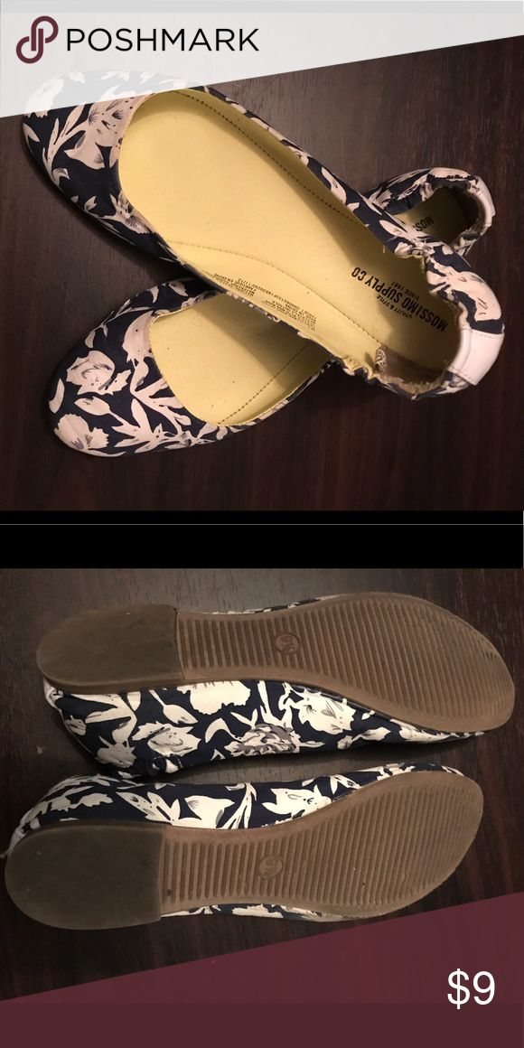 Mossimo supply co blue & white flats 9 1/2 blue and white flats. Mossimo Supply Co Shoes Flats & Loafers