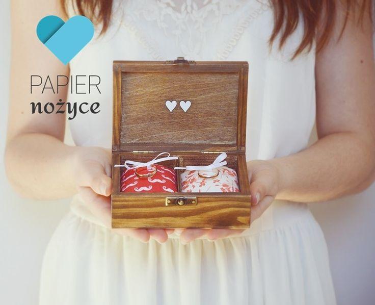 """Personalizowane pudełko na obrączki wzór """"Red LOVE"""""""