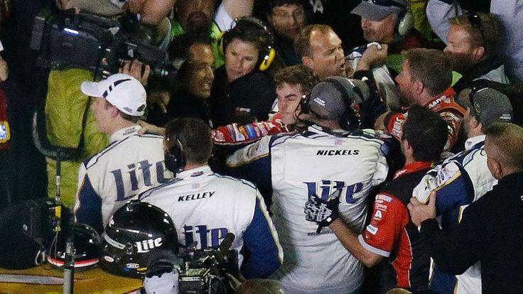 Jeff Gordon and Brad Keselowski fight at Texas Motor Speedway | FOX Sports