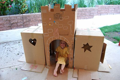 Cardboard box castle plans woodworking projects plans for Castle made out of cardboard boxes