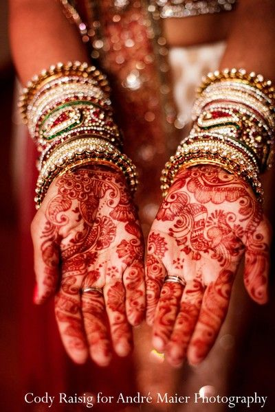 Before her beautiful Indian fusion wedding, this bride gets her mehndi done with exquisite detail!