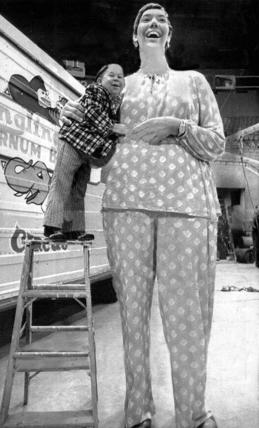 "7' 7.5"" giantess Sandy Allen with diminutive Hihaly Mezaros. Ringling Brothers Barnum & Bailey Circus, Indianapolis, 17 September 1975."