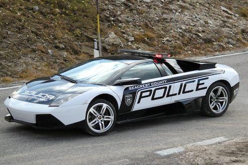 Lamborghini Murcielago LP640 Police car chases a Pagani Zonda!