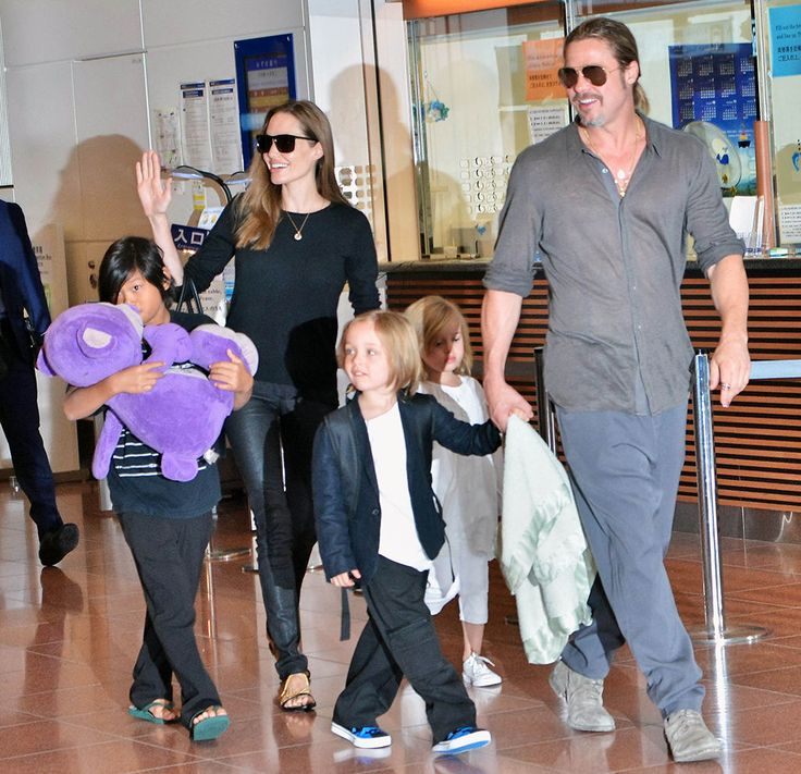 Angelina Jolie, Brad Pitt with Pax Thien Jolie-Pitt Knox Leon Jolie-Pitt and Vivienne Marcheline Jolie-Pitt
