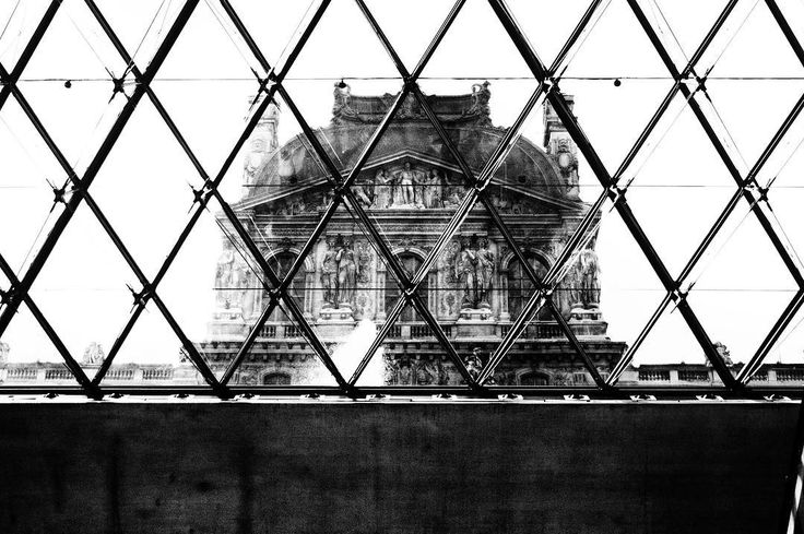 Il camino chiama. #symmetry #architecture #thoughtoftheday #camino #blackandwhite #share #paris #france #lafrance #louvre #cage #abstract #plans #travel #getoutthere #beautiful #culture #social
