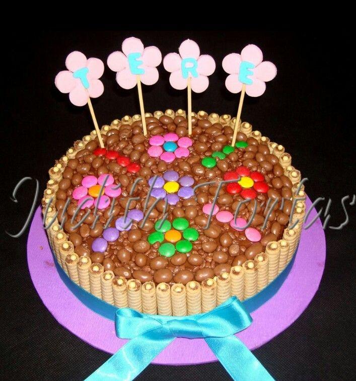 Torta decorada con pirulines, ping pong y dandys