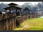 Le pont U Bein domine le lac Taungthaman, vers Amarapura, une ancienne capitale de la Birmanie située dans la région de Mandalay. Construit en 1849, ce pont en teck long de près de deux kilomètres est un endroit très vivant où les moines, les couples de personnes âgées et les groupes de jeunes se promènent. Le pont fut bâti à partir des ruines du palais royal de la ville d'Inwa, abandonnée à la fin du XIXe siècle après un tremblement de terre.