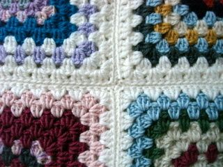Methods to connect granny squares.