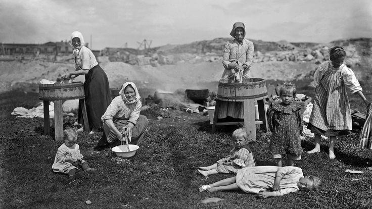 100 vuotta sitten köyhän pyykkäriäidin tyttö tuskin osasi kuvitella, että hänen lapsenlapsensa eläisivät eräänä päivänä maassa, joka olisi…