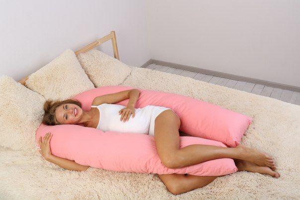 Подушки для беременных - специальные подушки, предназначенные для обеспечения комфортного сна во время беременности. Подушка для беременных поддерживает живот и спину беременной женщины, помогает комфортно спать на боку. Как правило покупают подушку во время беременности, а после родов используют во время кормления. Несмотря на своё название, подушки для беременных любят использовать практически все. Достаточная длина и толщина подушки позволяет закидывать на неё ногу во время сна . . .