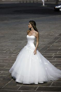 Tres joli bustier ROBE DE MARIEE HARON Créateurs Vente robes et accessoires de mariée Marseille - Sonia. B                                                                                                                                                                                 Plus