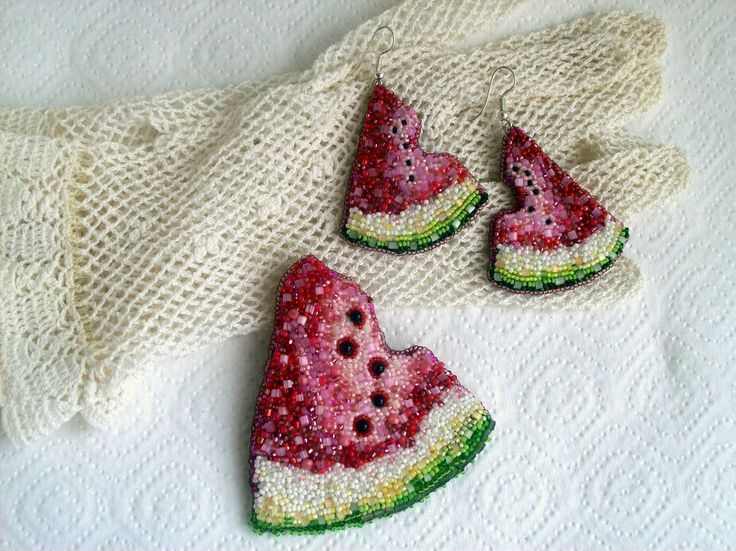 "Helen Kolomoets. Jewelry Set ""Watermelon"". Brooches, pendants, earrings. Beadwork Елена Коломоец. Комплект украшений ручной работы ""Арбуз"". Кулон (брошь) и серьги. Вышивка бисером."