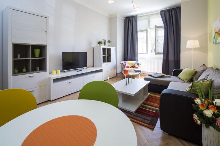Obývací pokoj  funguje i jako jídelna.