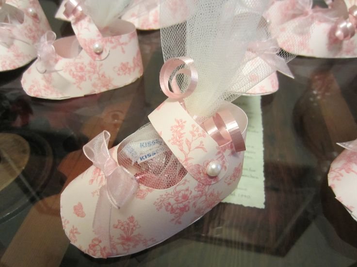 Paper Shoe Template | Judy Marshall had these on her blog... and she shared that she finally ...