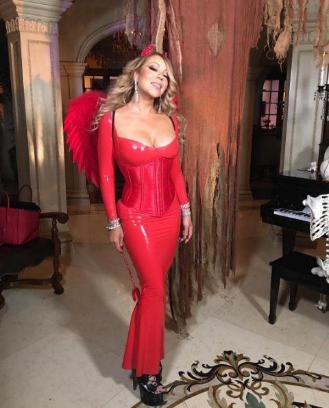 Photoshop Gagal Foto Seksi Mariah Carey Jadi Bahan Ketawa Netizen   Sumber Foto: IG Mariah Carey  Mariah Carey adalah salah satu artis yang selalumempamerkan kecantikan tubuh badannyadi hadapan umum.Namun gara-gara sebuah foto yang telah dimuat naik di laman Instagramnya sempena perayaan Thanksgiving lalupenyanyi hebat ini telah dijadikan bahan ketawa netizen.  Bukan disebabkan bahu yang dipakainya namun cara mengedit foto tersebut yang dianggap sebagai 'epic fail' atau gagal.  Sumber Foto…