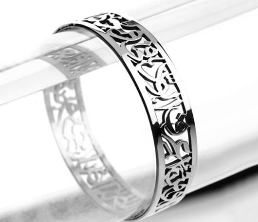"""وَمَن أَعرِفُ الوُدَّ في وَجهِهِ, وَيَعرِفُ وُدي لَهُ الناظِرُ  """"عمرو بن أبي ربيعة"""" ,Arabic calligraphy bracelet"""