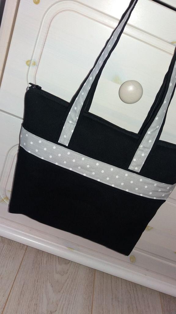 Diaporama sac en tissu noir avec bandes décoratives à pois et grandes anses