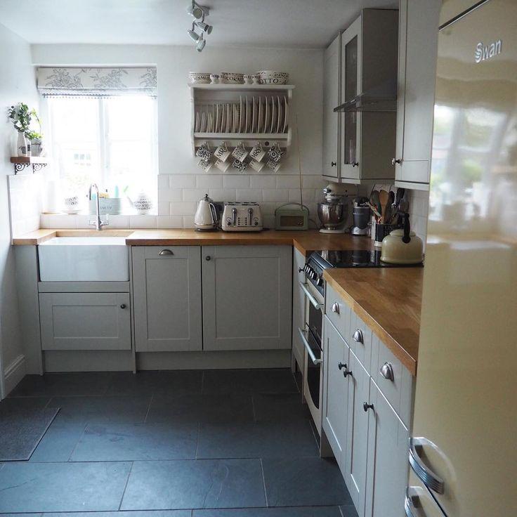 WhereLucyLives - Howdens Burford grey kitchen
