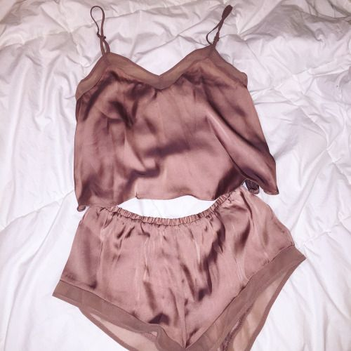 via @thegirlnextdior.tumblr.com  Click Here to Shop The Look