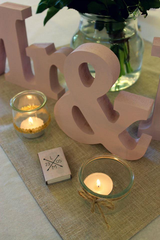 Centre de table menu bouquet pivoines roses Mr&Mrs bougies allumettes DIY
