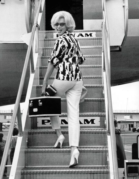 Marilyn Monroe ready to fly Pan Am.  Photo found on http://everydaystarlet.com