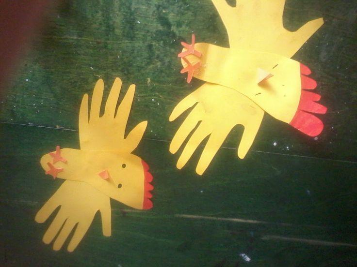 skapa, lek och lär: Påskpyssel  Kycklingar av fot och hand