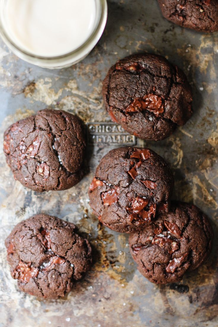 Can you believe these have no flour or butter?! Double chocolate hazelnut cookies packed with chunks of dark chocolate and rich hazelnut flavor. Almost taste like nutella! From @Monique Volz | Ambitious Kitchen