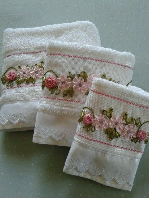 http://www.2uidea.com/category/Bath-Towels/ Ribbon Work on Hand towels                                                                                                                                                      Más