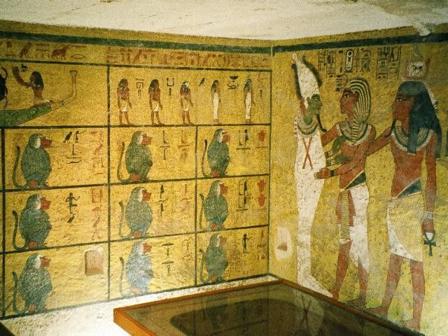 The wall decorations in KV62's burial chamber are modest in comparison with other royal tombs found in the Valley of the Kings. Source