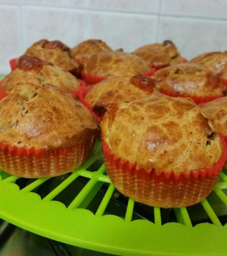 Muffin salati con tonno,pomodori secchi sott'olio e scamorza 😍🙂