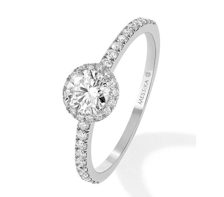 Que le diamant soit rond, princesse, poire... la bague de fiançailles classique est toujours un gage de sureté. Le diamant reste éclatant. Il y en a pour toutes les bourses.