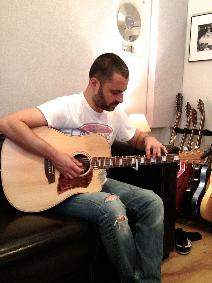 En studio lors de l'enregistrement de mon 1er album avec le réalisateur Franck Authié (Grégoire, Irma...) - Bastien