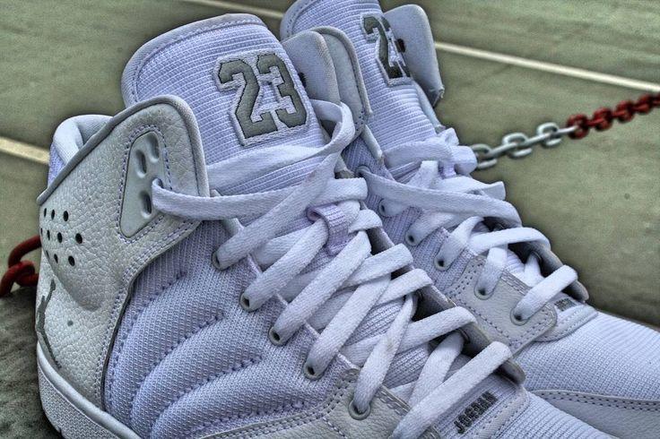 Jordan 1 Flight 4 We did a special look on the Jordan 1 Flight 4.  #shoes #shoe #kicks  #sneakers #sneaker #sneakerhead #sneakerheads #solecollector #soleonfire #nicekicks #igsneakercommunity #sneakerfreak #sneakerporn #shoeporn #jordan  #sneakerholics #sneakerfiend #shoegasm #kickstagram #walklikeus #peepmysneaks #flykicks #footlockerexclusive #footlockereu