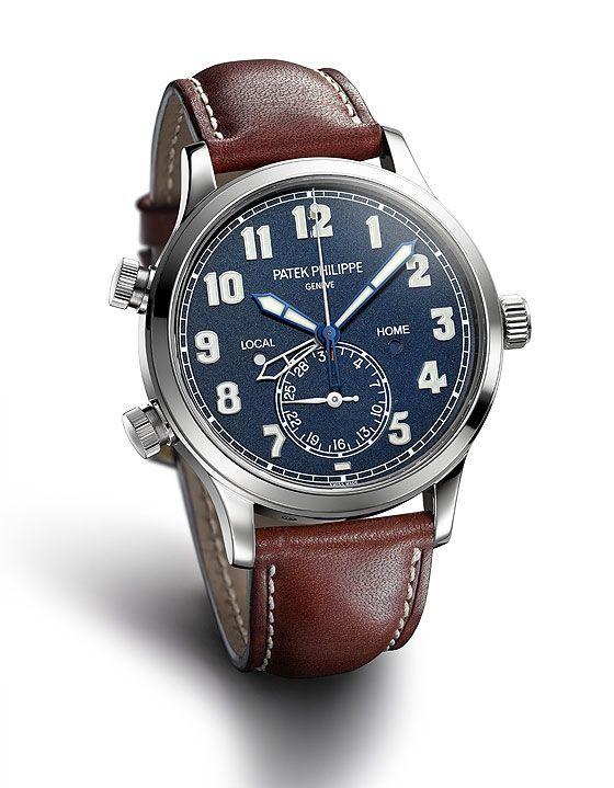 Patek Philippe Calatrava Pilot Travel Time Ref. 5524, feito em ouro branco e inspirado em dois relógios aviador expostos no museu da marca.