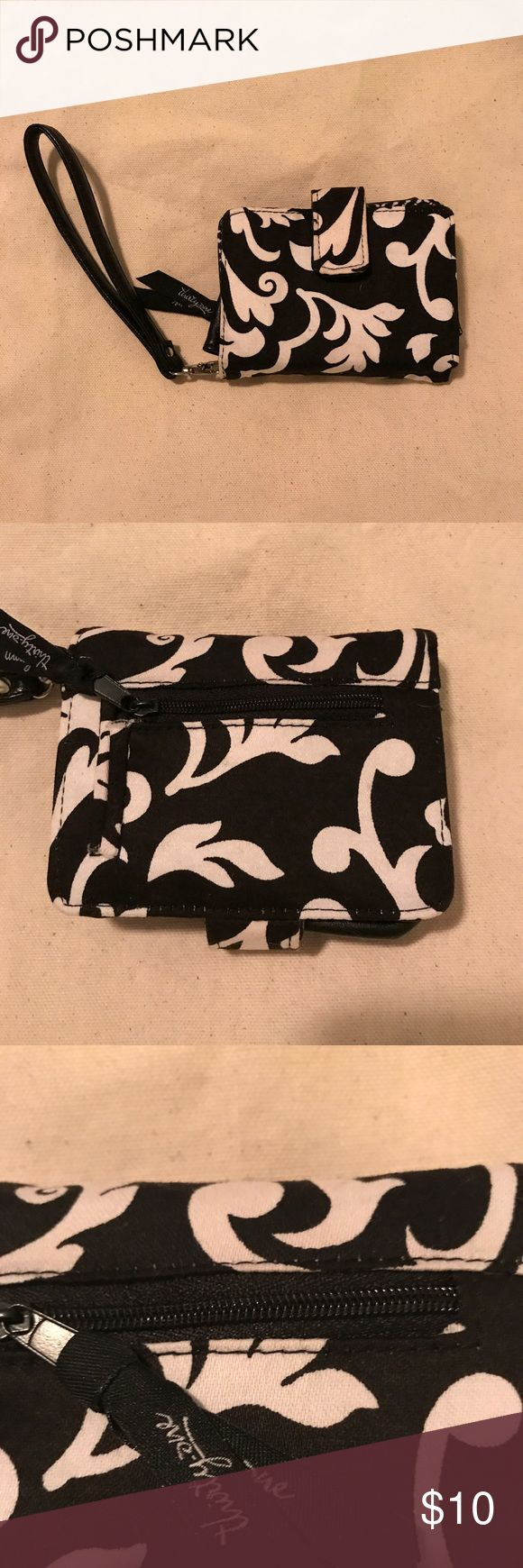 Thirty One Black and White Wallet EUC no flaws. Very versatile and cute! Thirty One Bags Wallets