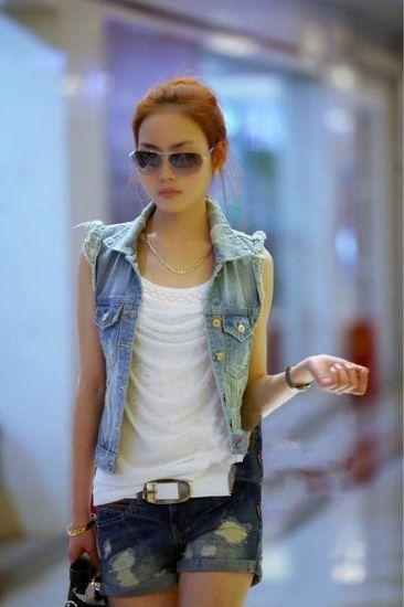 Голубой джинсовый жилет с потертостями Коллекция 2013: