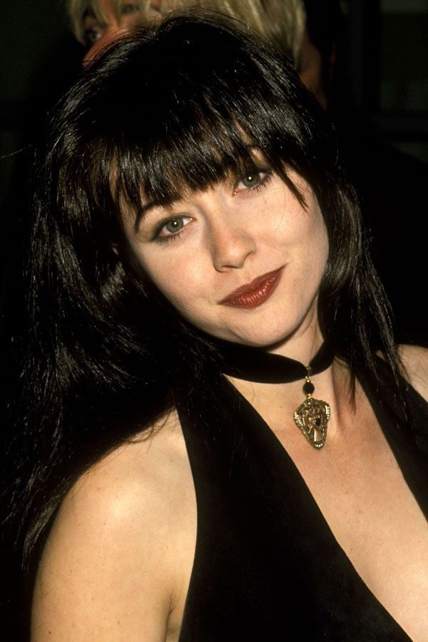 Shannen DohertyYou can't talk '90s without mentioning Shannen Doherty, a.k.a. Brenda Walsh. Just look at her: Those bangs! That choker! That mischievous brown pout! #refinery29 http://www.refinery29.com/2015/12/99147/90s-celebrity-brown-lipstick-trend-pictures#slide-11
