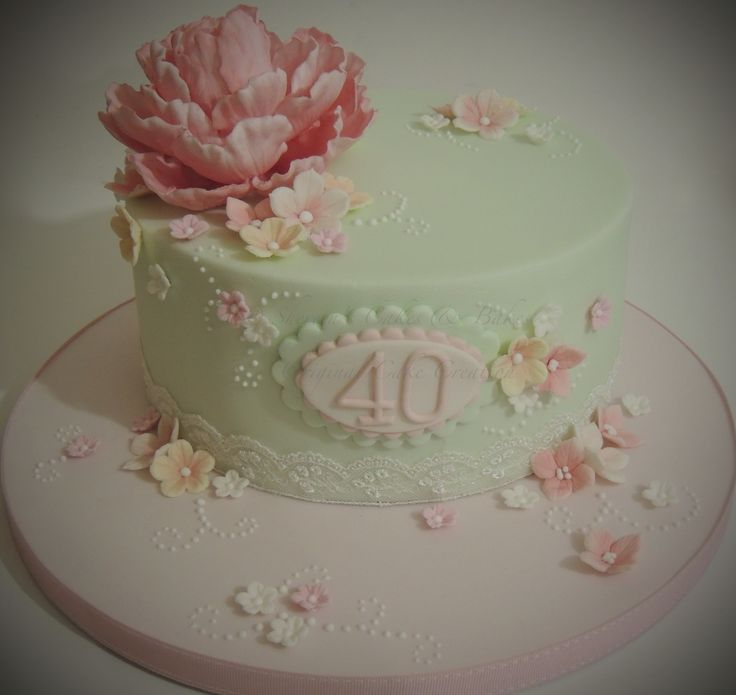 Peony cake - This was my first wired peony and I was so pleased with it. Drew some inspiration from my cake friend Mrscake on FB as she does some beautiful floral pretties as she calls them