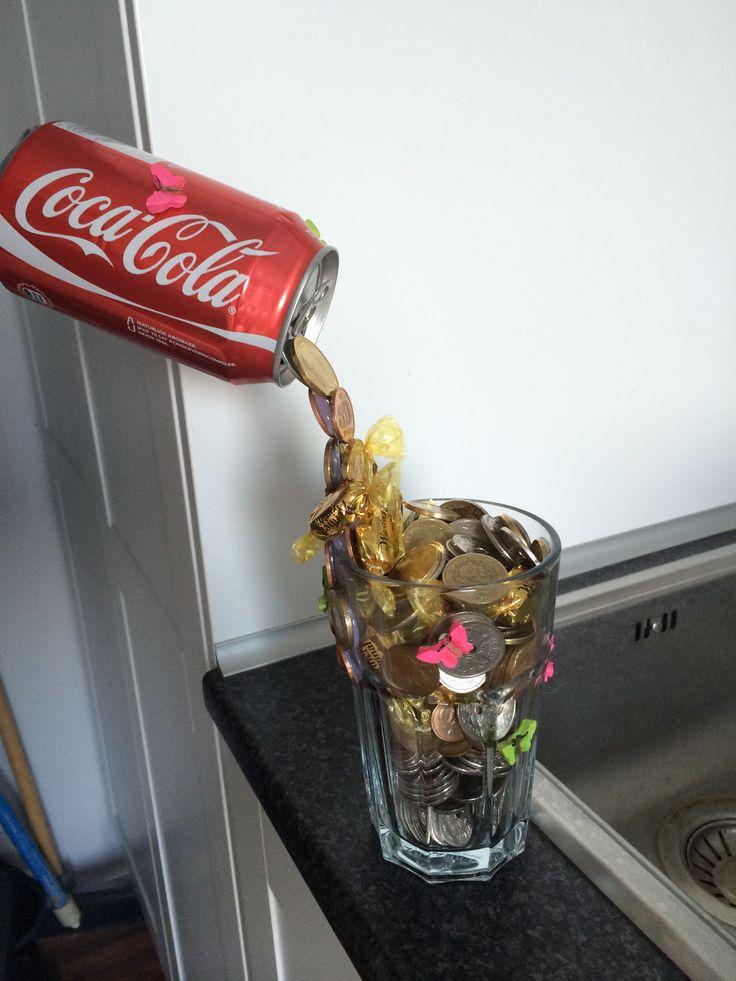 Svævende cola dåse