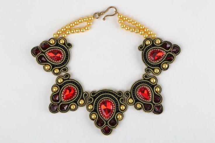 Ручной работы, красивый праздничный сутажной ожерелье с бисером и стразами