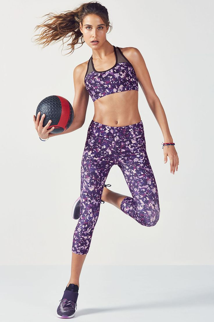 Entdecke die Sportbekleidung für Damen Fitnessmode und Sportoutfits von Kate Hudson bei Fabletics Spare 50 beim ersten Einkauf