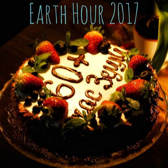 Мы провели #ЧасЗемли в #ГодЭкологии ! #Торт был съеден в #темнота !    #часземли2017 #земля #планета #город #умныйгород #улица #вечер #Москва #экология #ночь #earthhour #earthhour2017 #WWF #Photo4Climate
