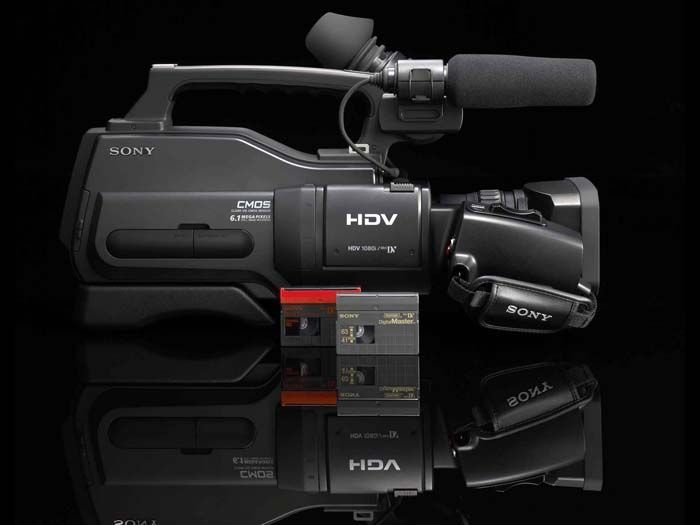 Sony HD TV video camera for serious amateurs | Come December this year, Sony US is planning to offer a timely seasonal gift to serious amateur cameramen and professionals on a budget by releasing its cheapest-yet HDV high-definition video camera, the HVR-HD1000U. Buying advice from the leading technology site